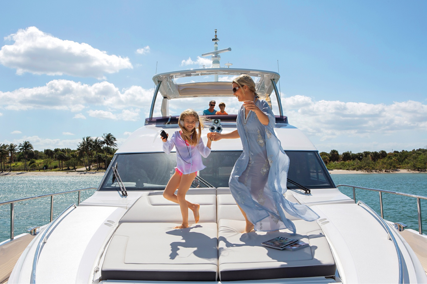 82-motor-yacht-exterior-foredeck-1